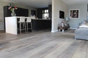 Houten vloer Heerenveen: gebrand, geloogd in wit, naturel