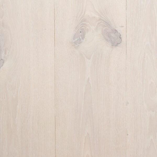 Maja's sneeuwwitte houten vloer