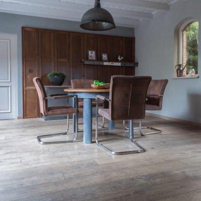 Houten vloer Keuken Bruine stoelen Maja Drachten